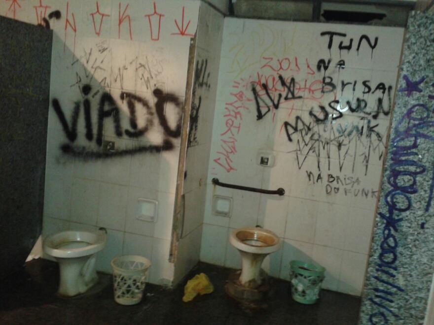 Banheiro da praça1