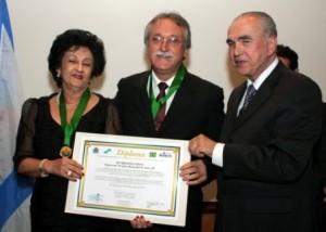 Parini recebe prêmio