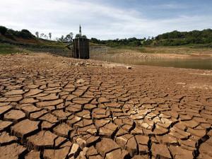 size_590_represa-seca-da-sabesp