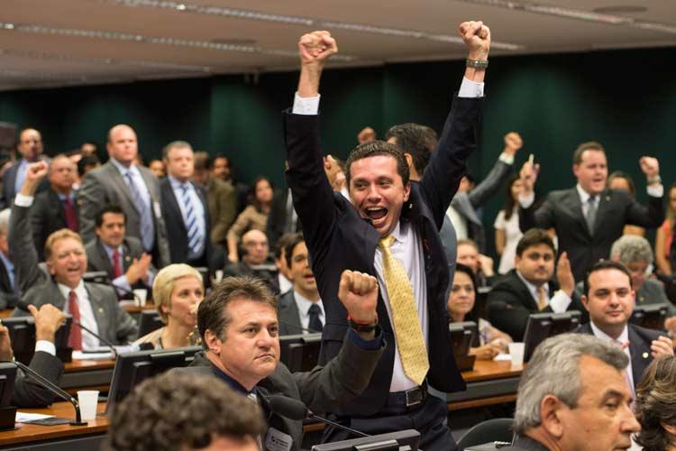 Foto 3 - Fausto comemora votação da PEC na CCJC