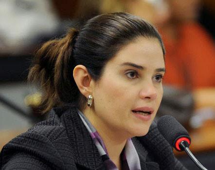 Aline-Correa