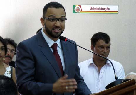 hugo-prado-faz-primeiro-discurso-como-prefeito-de-embu-das-artes