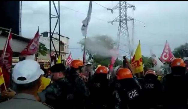 policia-utilizou-spray-de-pimenta-e-gas-lacrimogeneo